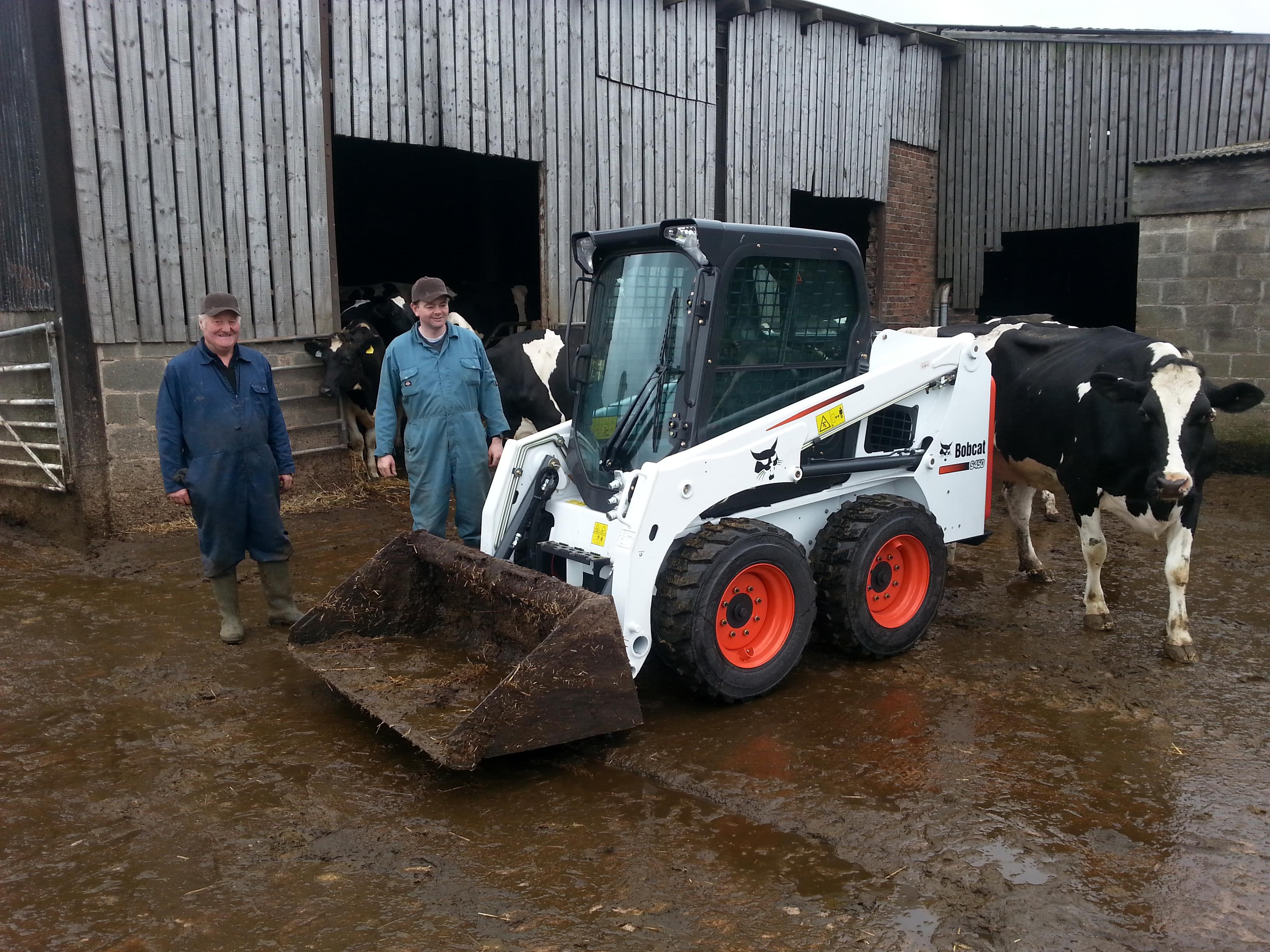 Sicey Farm kupuje pierwszą ładowarkę o sterowaniu burtowym Bobcat S450