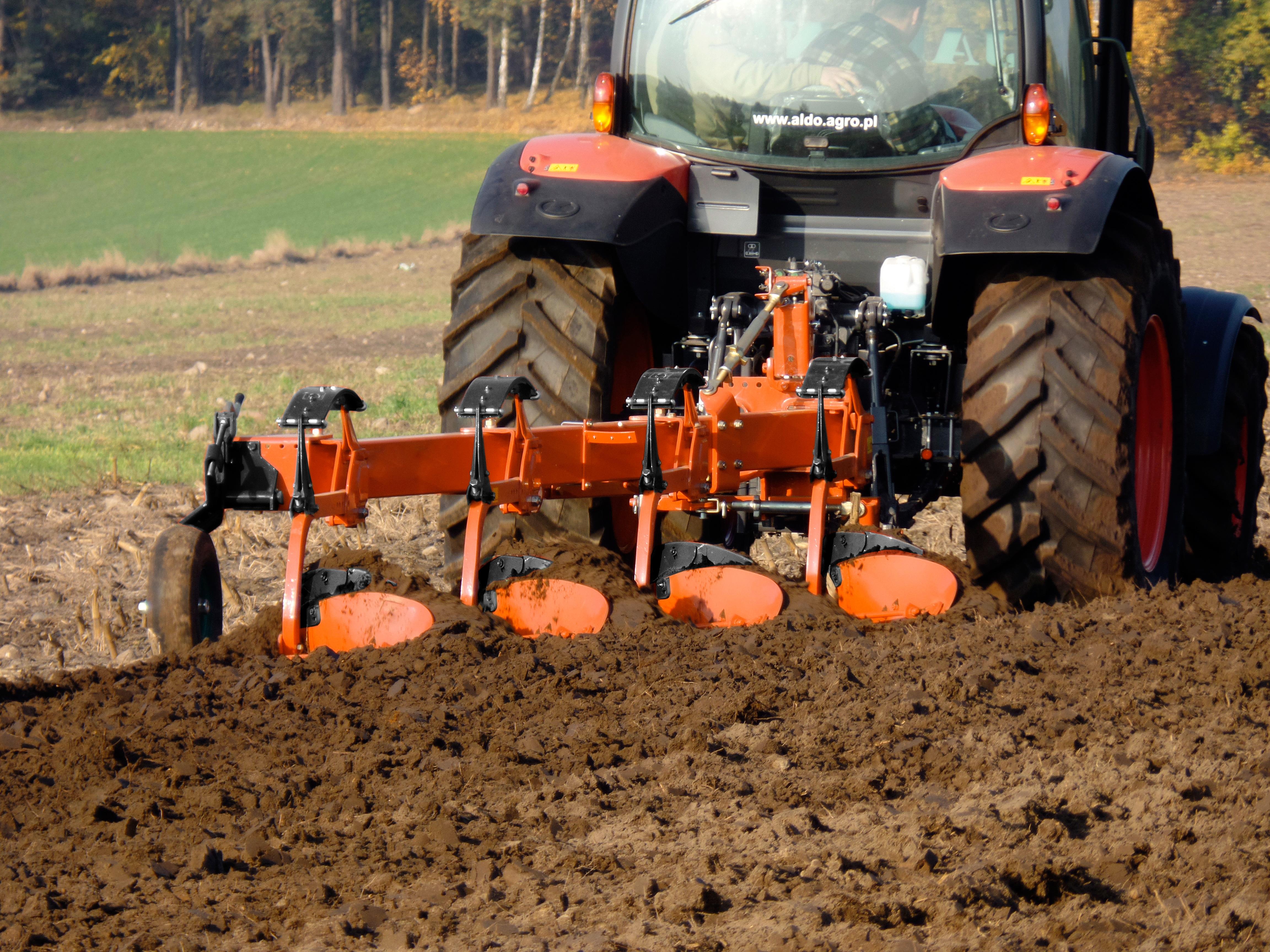 Kubota – seria maszyn uprawowych już na targach AGROTECH Kielce 2016