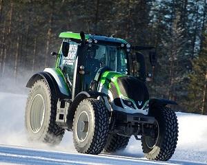 Opony Nokian i Valtra ustanawiają nowy światowy rekord prędkości dla ciągników: 130.165 km/h