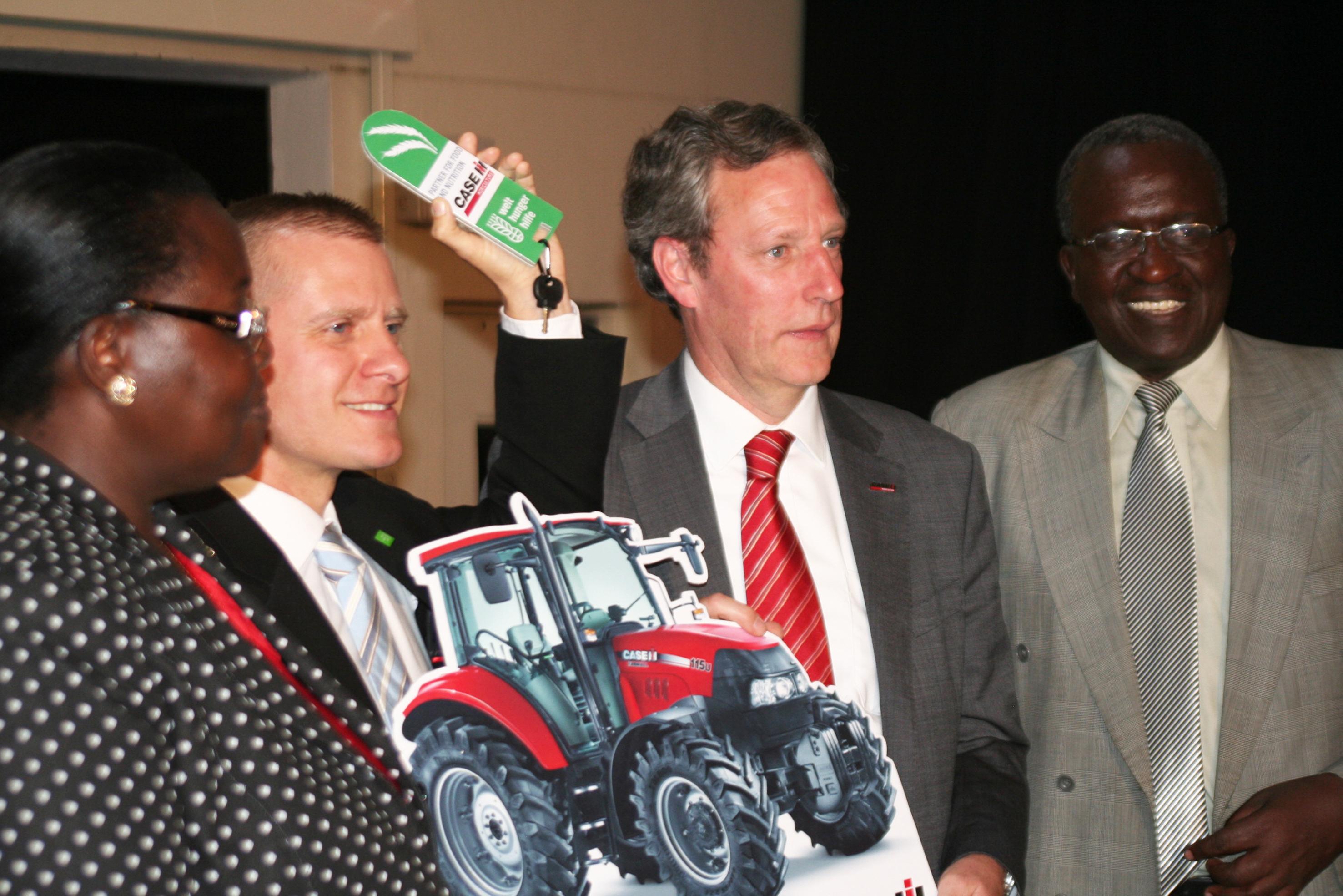 Case IH przekazuje dwa ciągniki właścicielom małych gospodarstw w Kenii