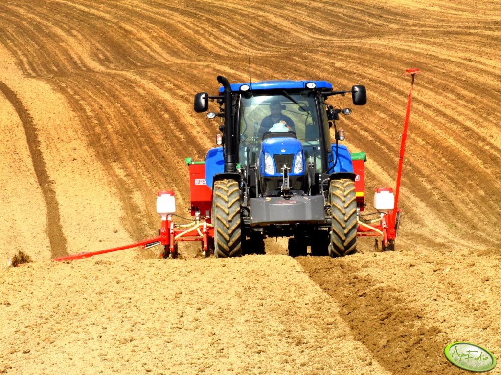 Nowe ciągniki rolnicze – naturalnie mniej w kwietniu
