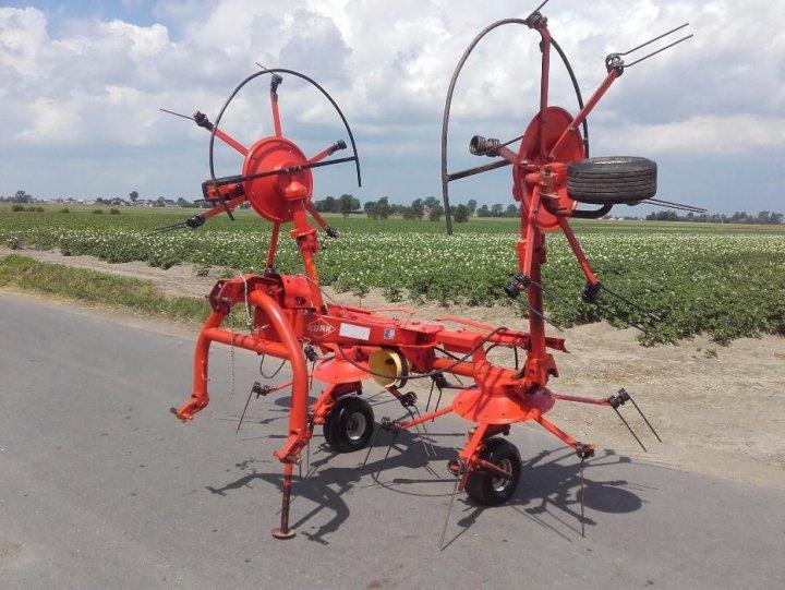 394684251_3_1000x700_przewracarka-kuhn-5m-na-palcu-pozostale-maszyny-rolnicze.jpg