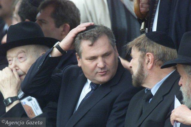 prezydent-kwasniewski-w-jedwabnem-w-2001-roku.jpg